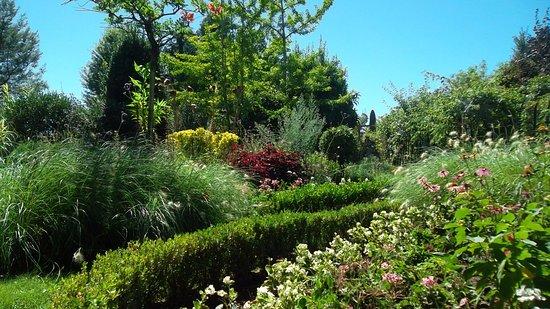 Marmande, France : jardin ensoleillé