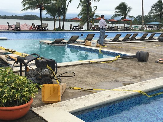 Playa Tortuga Hotel & Beach Resort : Obras en el piscina y playa