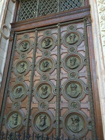 Basilique Saint-Étienne de Pest : Door at St Stephen's Basilica