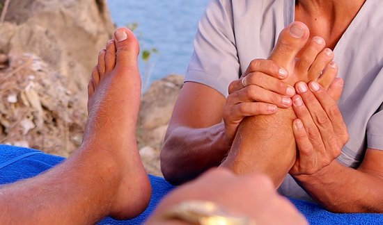 English Harbour, Antigua: Enjoy reflexology in the daybeds overlooking the pool and harbour.