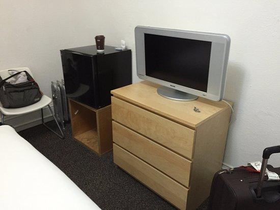 بارك هوتل: テレビも冷蔵庫もあります。水はありません。