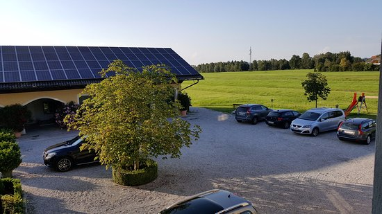 Hotel-Pension Bloberger Hof: parking area
