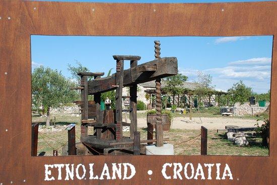 Drnis, Kroatië: Etnoland garden