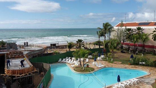 Prodigy Beach Resort Marupiara: Vista desde la habitación a la izquierda  las obras