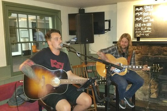 Cowes, UK: Live music at The Anchor
