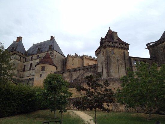 Biron, Γαλλία: vue du bas