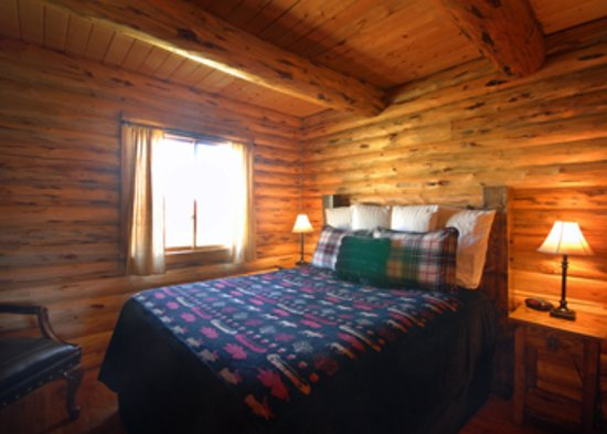 Divide, MT: Salmonfly Cabin Bedroom