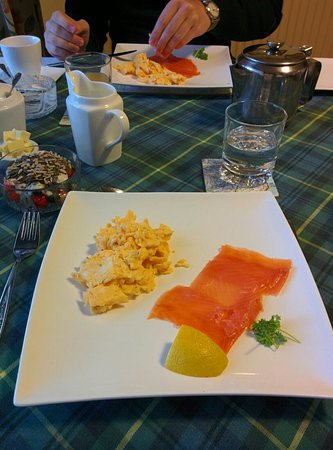 Kilmore Farmhouse: Smoked salmon and scrambled eggs