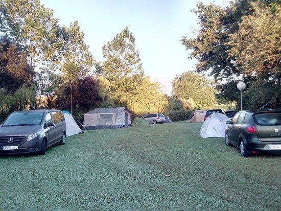 Suesa, Espagne : Zona acampada luz