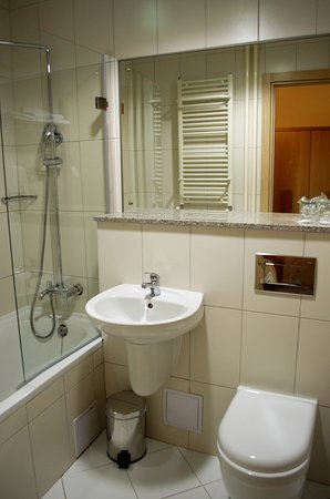 Njivice, Hırvatistan: En suite bathroom