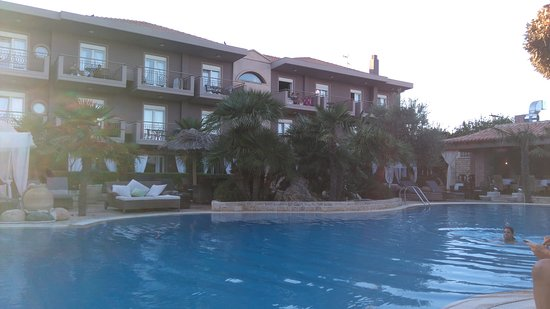 Achtis Hotel: όλα τα δωμάτια θέα πισίνα και κήπο