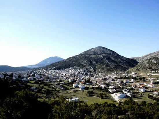 Villia, Greece: Αμφιθεατρικά τα Βίλια.