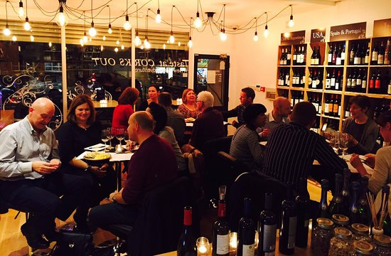 Altrincham, UK : Another tasting! They are popular events that often sell out!