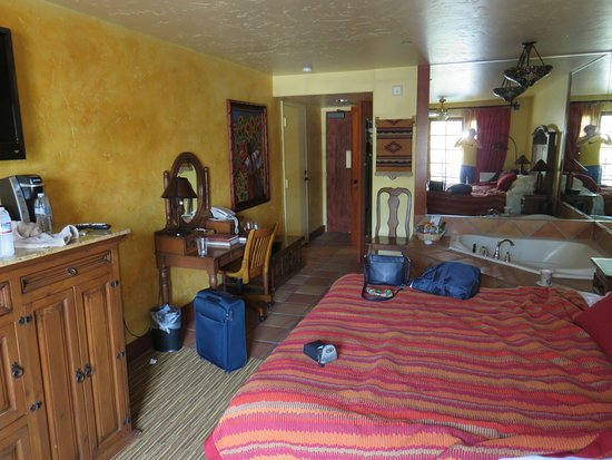 Avila La Fonda Hotel: Another view of room