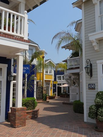 Boutique shops in Avila Beach