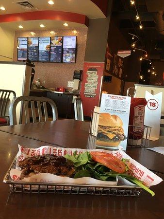 Иган, Миннесота: Eagan, aug 2016 Small size burger $4