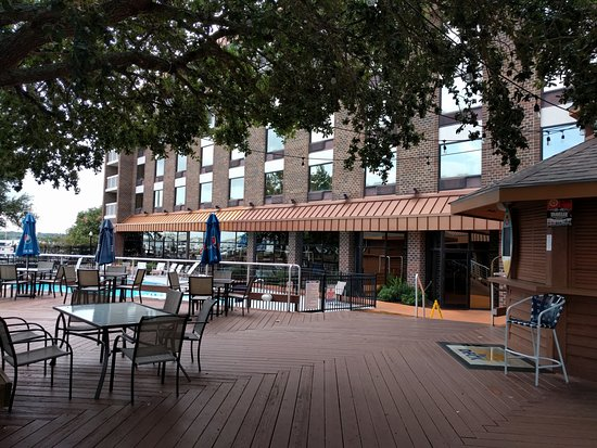 New Bern, NC: Pool, Deck and Outdoor Bar