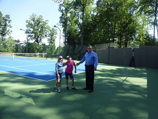 Macungie, Pensilvania: Tennis and basketball area