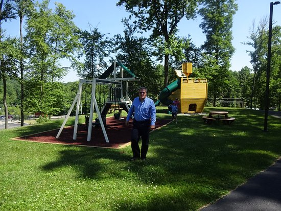 Macungie, PA: playground...very nice and new