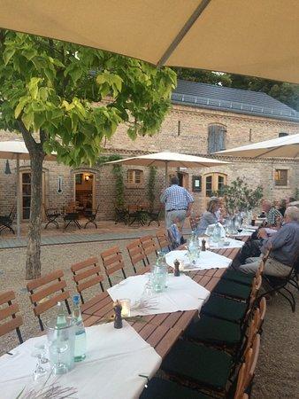 Werder upon Havel, Tyskland: Der Biergarten an der kleinen Brauerei