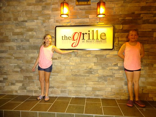 Bear Creek Mountain Resort: The Grill was a great restaurant with great food and even a Sushi bar.