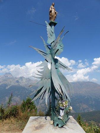 Stroppo, İtalya: Monumento al colle
