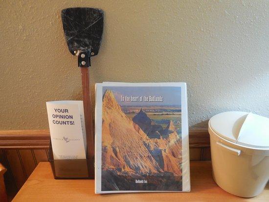 Badlands Inn: Room with a flyswatter.