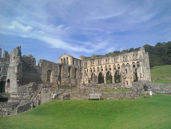 Helmsley, UK: Very large site.