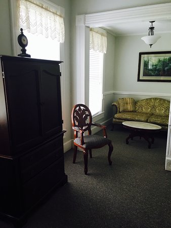 The New Orleans Hotel: photo3.jpg