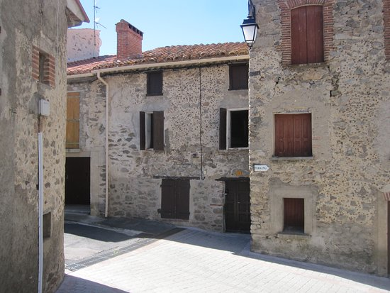 Prades, Francia: Front and entrance