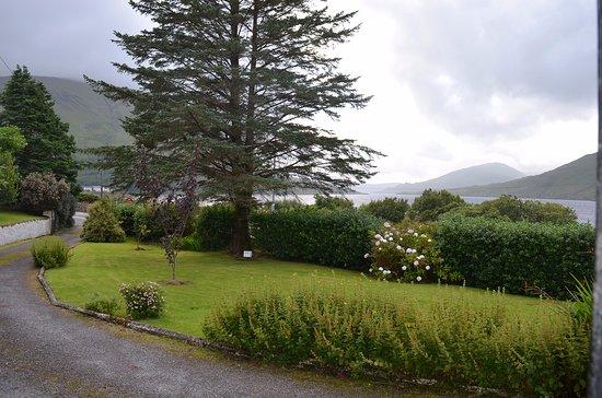 Leenane, Irlandia: The view from the front door.
