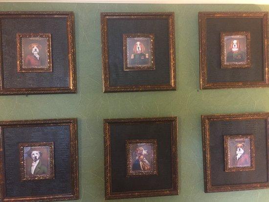 Pike's Waterfront Lodge: Elegant dog portraits on room wall