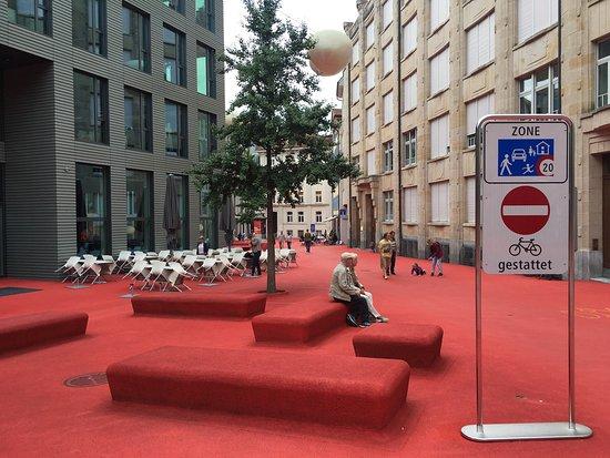 Kanton St. Gallen, Schweiz: À deux pas de l'abbatiale, la quartier des affaires Bleicheli de Saint-Gall vient interroger le