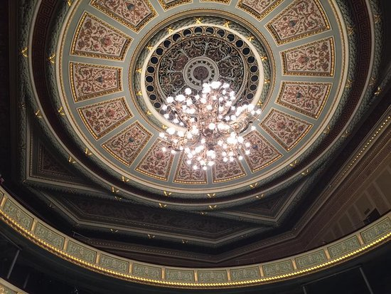 Latvian National Opera: Opera, Lampadario centrale.