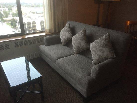 The Hotel Captain Cook: Junior suite living area