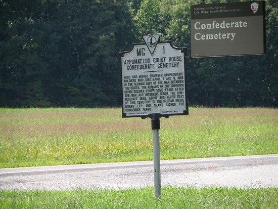 Appomattox, VA: Road marker on site.