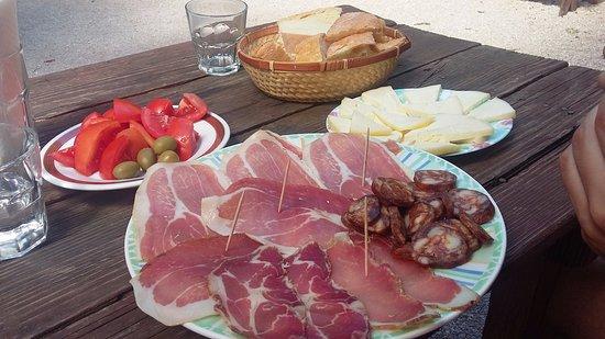 Skradin, Kroatië: formaggi e salumi tipici