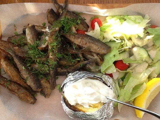 Savonlinnan Seurahuone Ravintola Terassi Muikkubaari : Наивкуснейшая местная рыбка с хорошим свежим гарниром
