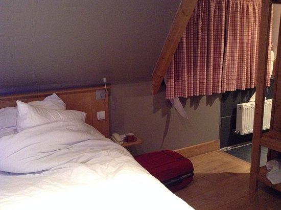 Barneville-la-Bertran, France: distanta dal letto al bagno
