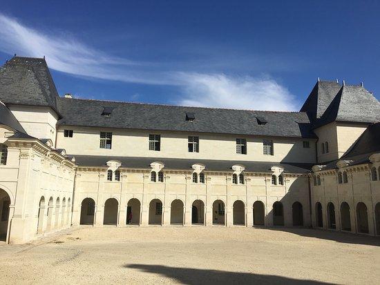 Fontevraud-l'Abbaye, Frankrike: photo2.jpg