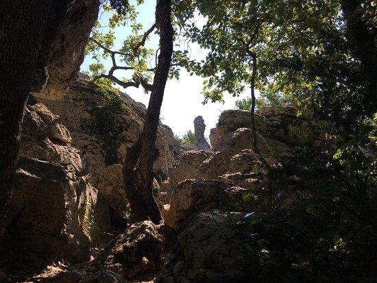 "Lablachere, Francia: Erinnert an das ""Felsenmeer"" im Dahner Burgenland"