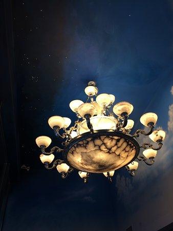 BEST WESTERN PLUS Academy Plaza Hotel: Leuchter im Restaurant/Separee