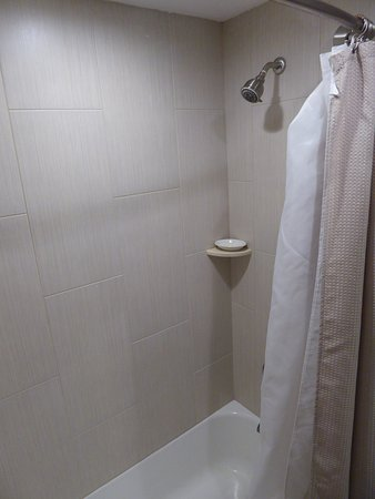 Concord's Colonial Inn: Shower