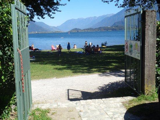 Domaso, Italia: Accès à la plage
