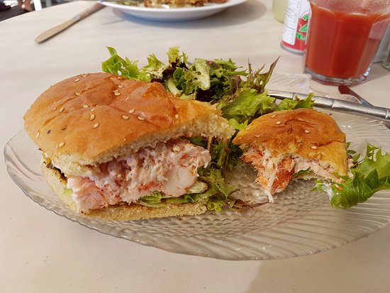 The Kiwi Cafe : The lobster roll.