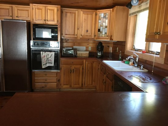 Gouldsboro, ME: Knotty pine was warm and inviting. The kitchen was we'll-appointed