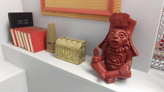 Ticonderoga, estado de Nueva York: Kirk's Study (complete with Mayan Statue)