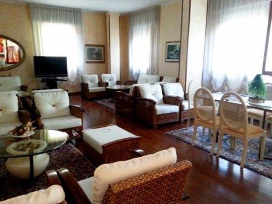 Fortuna Resort: sala con TV