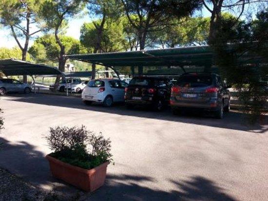 Fortuna Resort: Ottimo parcheggio interno