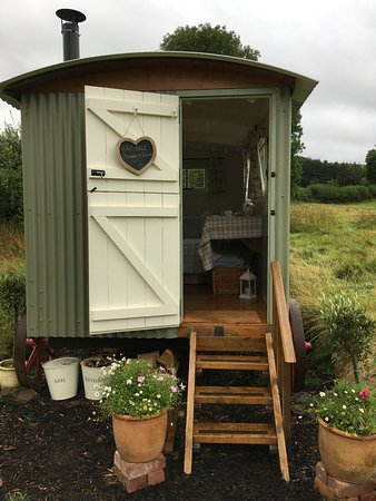 Crediton, UK: The outside of the Shepherd's Hut